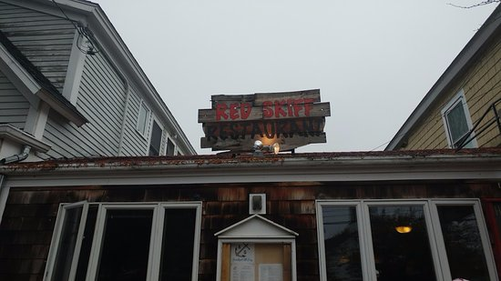 Red Skiff Restaurant : Outside