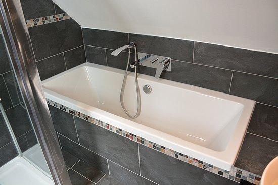 Breakish, UK: Bath/Shower in Tigh Eilidh