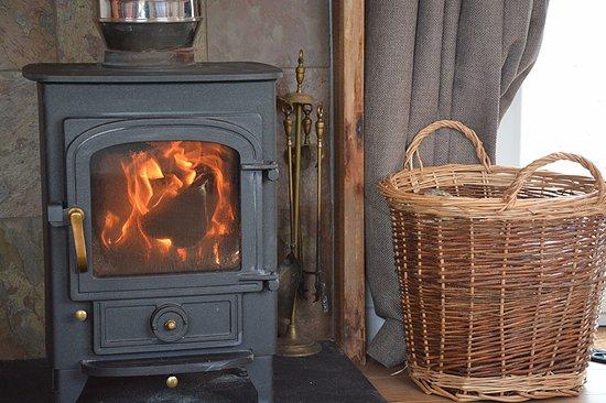 Breakish, UK: Tigh Eilidh wood stove