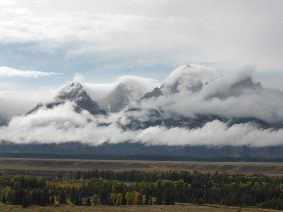 Cody, Ουαϊόμινγκ: Les cimes de Grand Teton sous les nuages