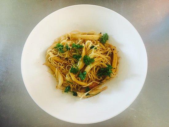 La Trinite-sur-Mer, France: À manger au carré