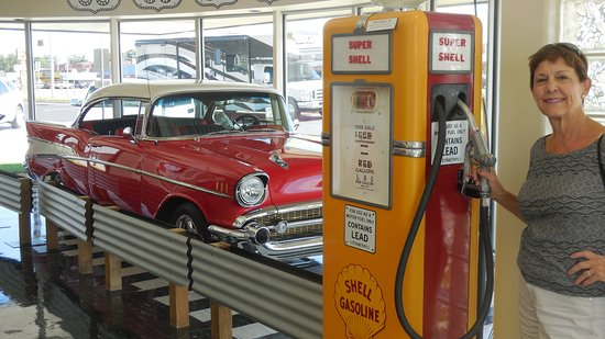Oklahoma Route 66 Museum: Loved the car, but women weren't allowed to pump gas in those days!