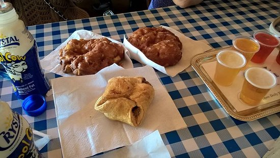 Placerville, Kalifornien: apple fritters, apple dumplings, and apple wine tasting