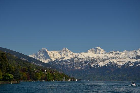 Thun, Sveits: Eiger, Mönch und Jungfrau vom Schiff aus gesehen