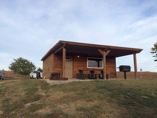 Ellis, KS: Whitetail Ridge Camping Cabin - Very nice! Fabulous views. 2 bd w/ 2 bunks.