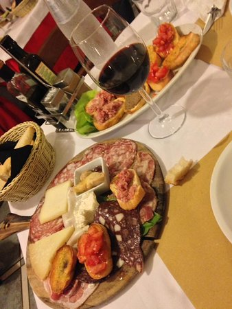 Province of Pisa, Italy: Tagliere toscano e crostini misti