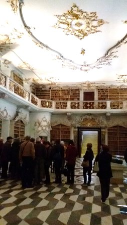Varna, Italia: La biblioteca