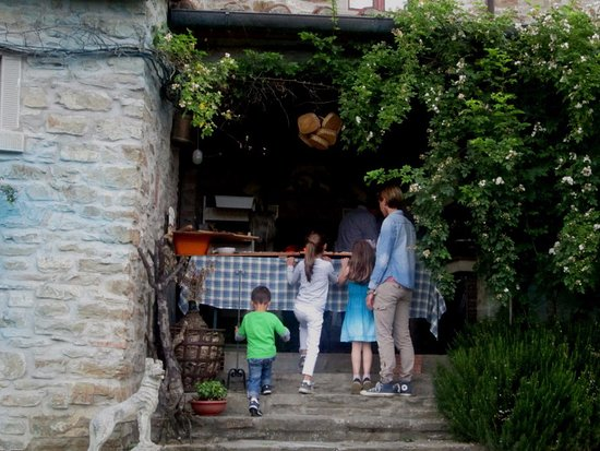 Capolona, Italia: The pizza oven is located here in this amazing 500 year old farmhouse