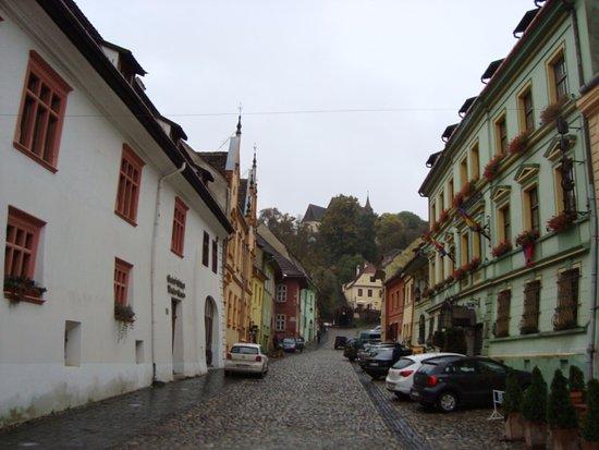 หอนาฬิกา: The middle-age narrow street next to the Clock Tower.