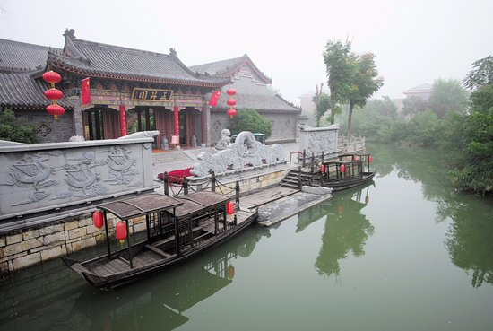 Zaozhuang, China: Get up early to avoid the crowds