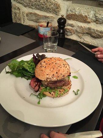 Guilvinec, Francja: Burger et rôti de Lotte
