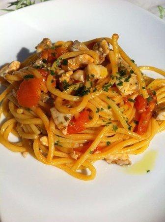 Sant'Egidio alla Vibrata, Italia: Spaghetto Quadrato De Cecco con Gamberi sgusciati e Pomodorino Pachino