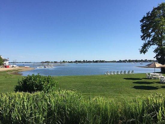 Westport, كونيكتيكت: Views from the outdoor dining area