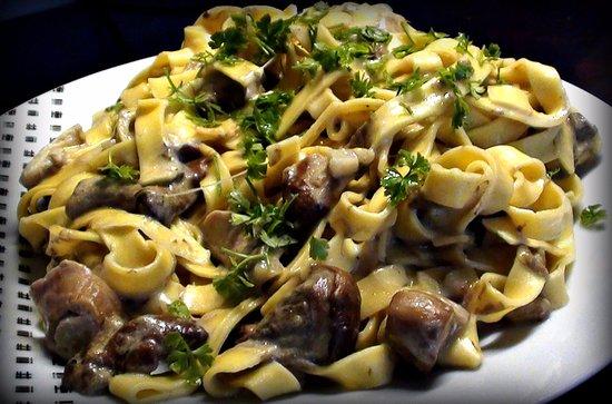 Sant'Egidio alla Vibrata, Włochy: Tagliatella fatta in Casa con funghi porcini