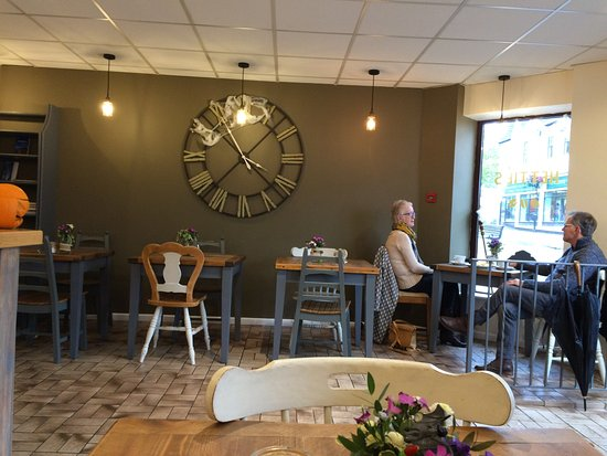 Ivybridge, UK: Just before closing time