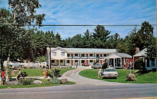 Cottage Place on Squam Lake in 1964 when it was known as the Black Horse Motor Court