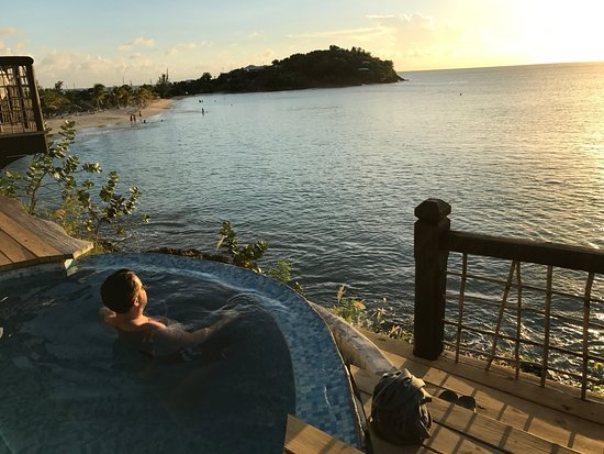 Sheer Rocks: Sunset cocktails in the plunge pool, a must do!