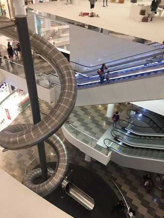 Oshiland Mall