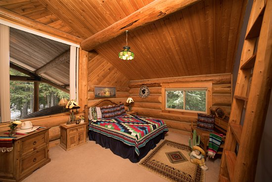 Sandpoint, ID: Siesta Room in log lodge