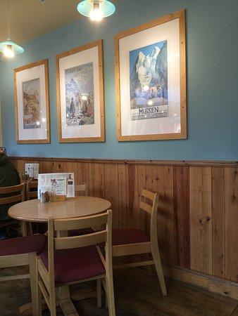 Cafe Treff : tasteful prints on the wall