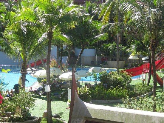 Krabi Thai Village Resort: Det var aften efter regn vejr over for vores hotel. Det var vej til restaurant. Det var ud foyer