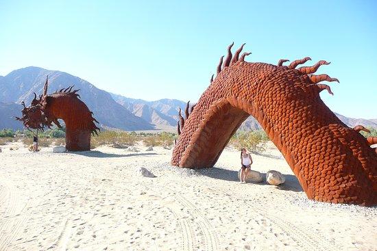 Borrego Springs, Καλιφόρνια: Serpent- crosses the street