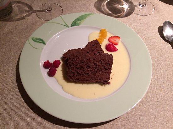 Saulieu, France : Charlotte aux framboises, fondant au chocolat, magret de canard et dos de sandre.