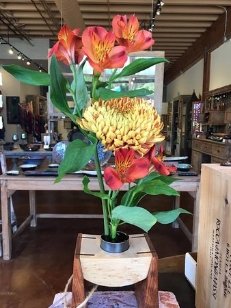 Solana Beach, CA: Handcrafted Flower Arranger