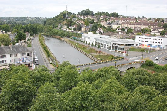 Saint-Lo, Francia: View of the river Vire from the ramparts
