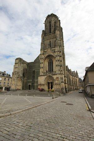Saint-Lo, Francia: Church Notre-Dame