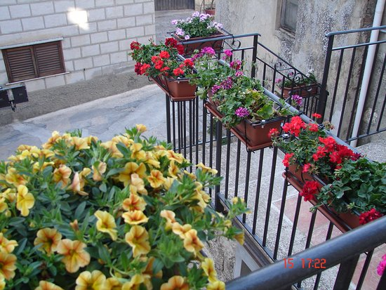 Terrazzo e balcone del B&B - Foto di La Scaletta di Petra, Petralia ...