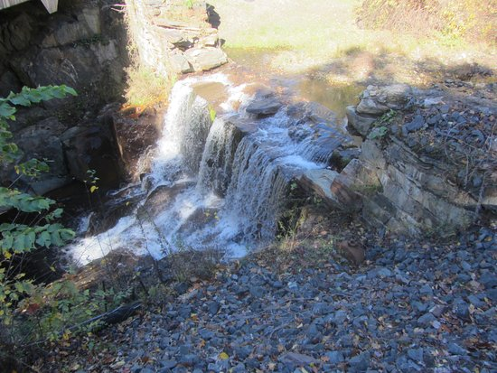 Charlemont, MA: waterfall below bridge
