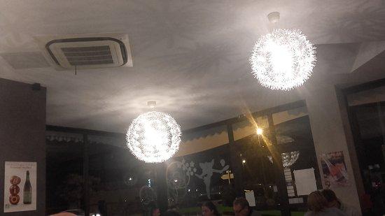 De jolis luminaires ornent la salle Picture of La Crepiere