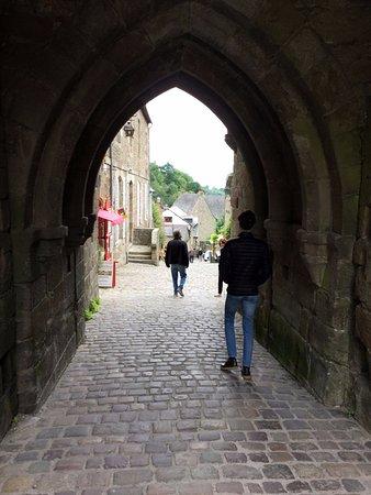 Porte de Jerzual, Dinan