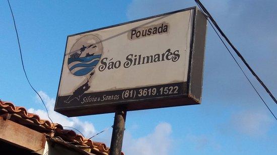 Sao Silmares Pousada: NOME NA FACHADA DA POUSADA.