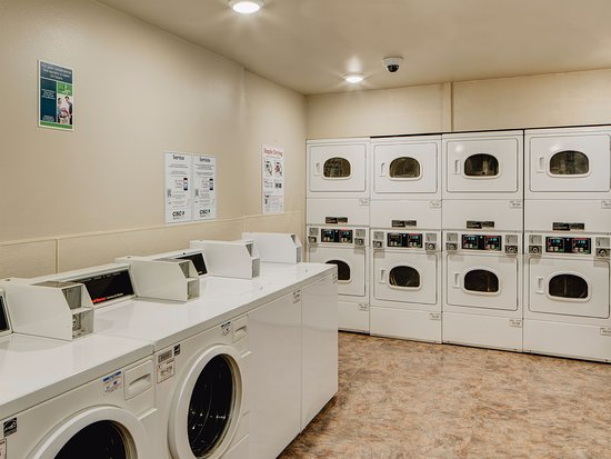 WoodSpring Suites Shreveport Airport: Laundry Room