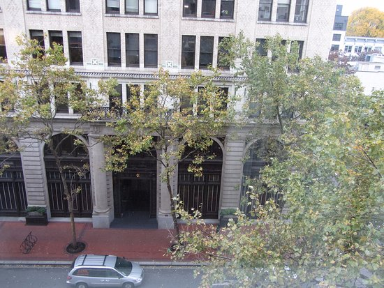 Courtyard Portland City Center : View from windows