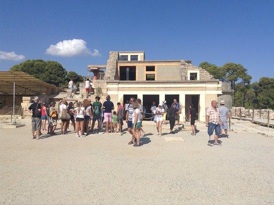 Knossos Archaeological Site: Pohľad na horný palác Knossos - sídlo najvyyššieho predtsviteľa
