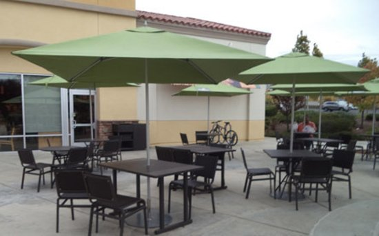 Roseville, CA: Outdoor seating,usually crowded on good days