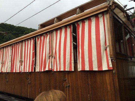 Sare, França: cog train with curtains.