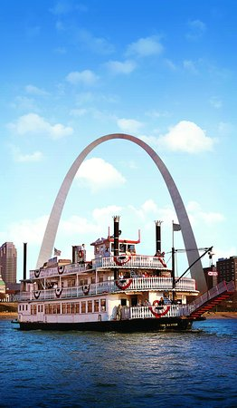 Riverboats at the Gateway Arch