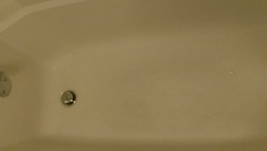 Newport, TN: Bathroom door had stains on both sides at bottom, bathtubs had stained bottom, mold on ceiling o