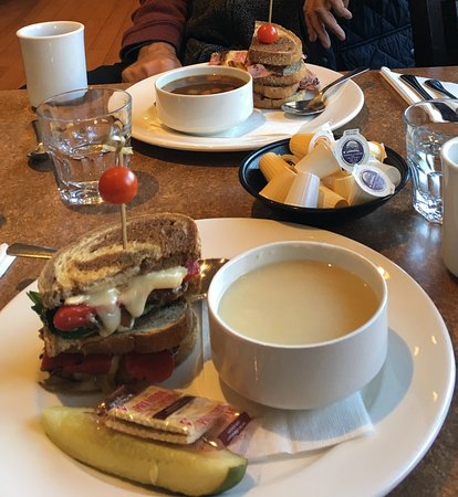 Perth, Canadá: Potato leek soup with gourmet cheese sandwich; beef broth brisket soup and smoked meat sandwich