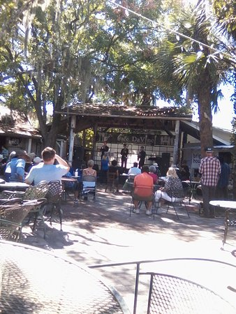 DeLand, FL: Courtyard Music