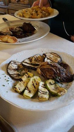 Monterchi, Италия: Verdure grigliate e patate al forno