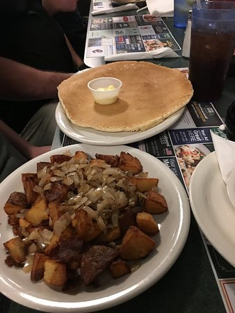 Altamonte Springs, FL: Pancake the size of a spare tire