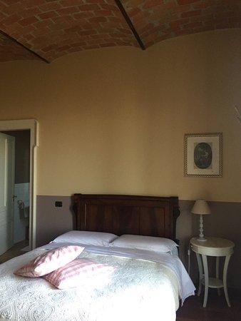 Govone, อิตาลี: La suite, la vista dal terrazzino è il b&B da fuori