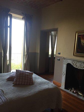 """B&B """"il MOLINO"""" Residenza Storica: La suite, la vista dal terrazzino è il b&B da fuori"""
