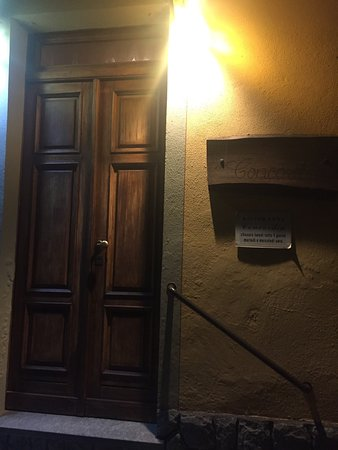 San Martino Alfieri, อิตาลี: Uno degli ingressi