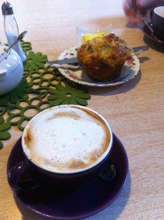 Whanganui, Yeni Zelanda: Best flat white and tasty savoury muffin